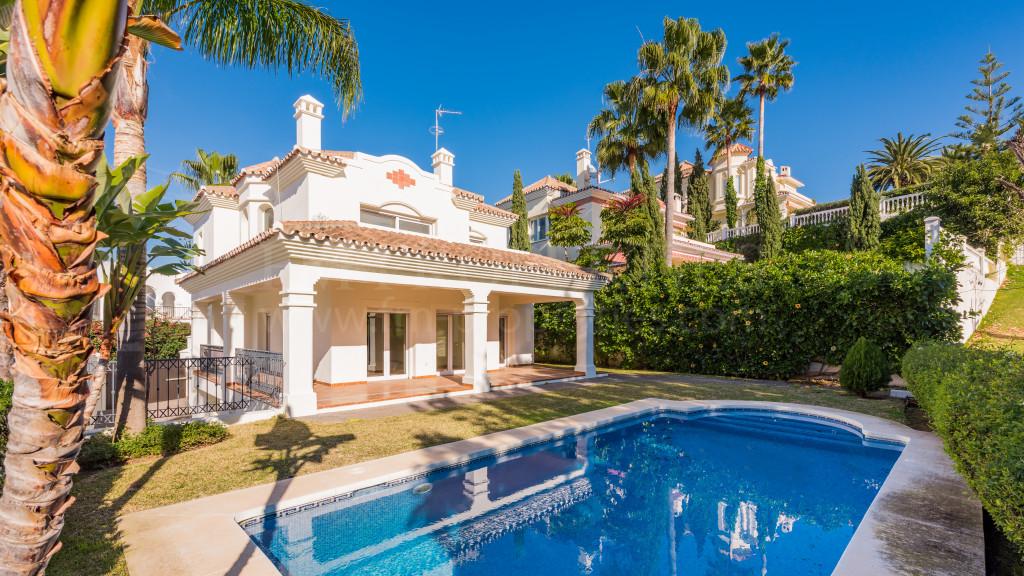 San Pedro de Alcantara, Frontline golf villa in Guadalmina