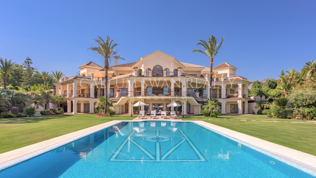 Marbella Golden Mile, Impressive frontline beach property within the exclusive Marbella Club