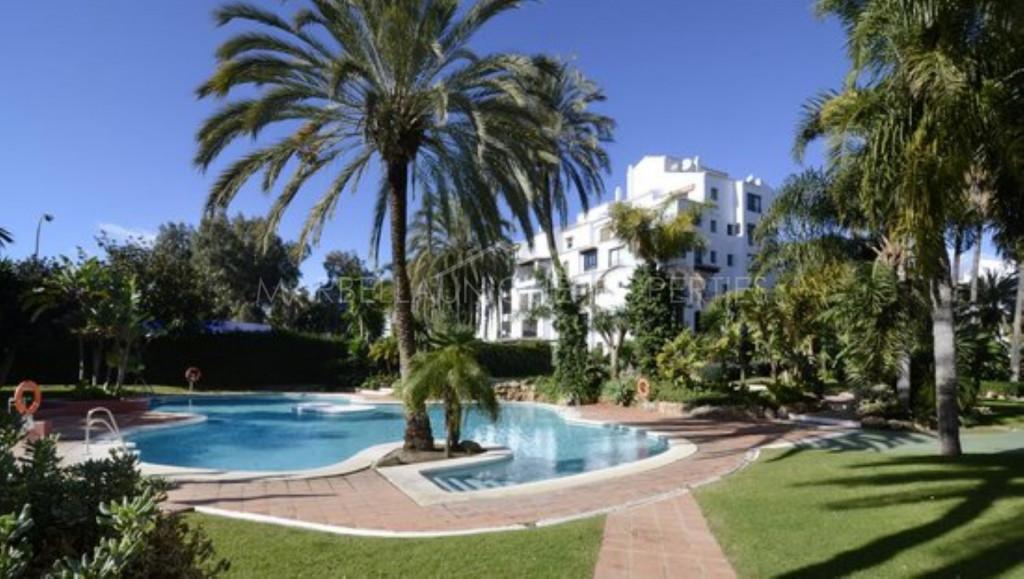 Atractivo apartmento de 3 dormitorios en Jardines Del Puerto, Puerto Banus
