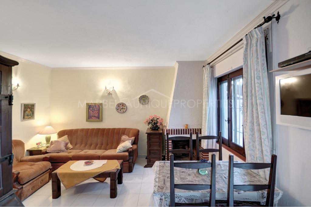 Casa adosada de encanto con 1 dormitorio en Costabella, Marbella Este