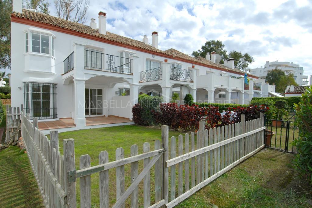 Hermosa casa adosada con 3 dormitorios en Guadalmina Alta
