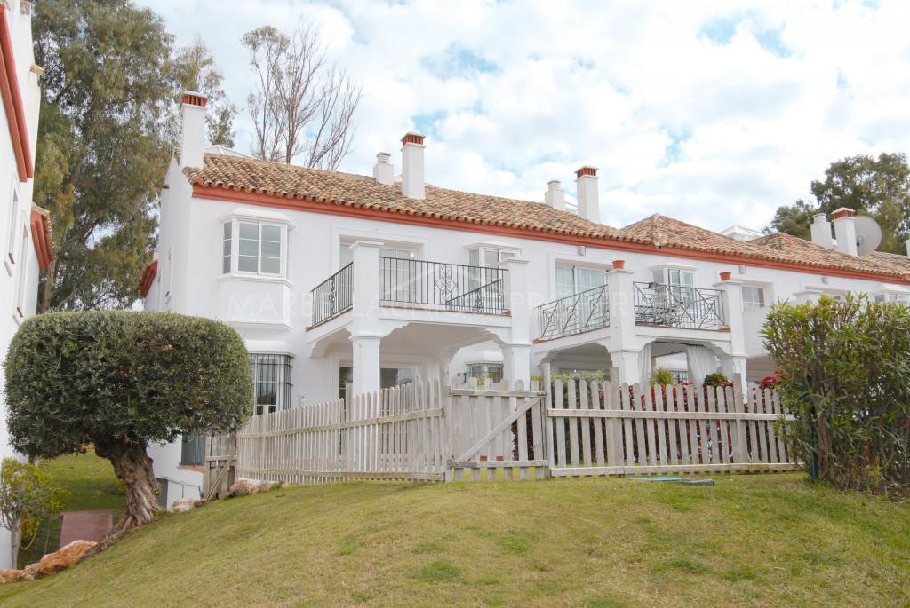 Casa adosada a estrenar con 3 dormitorios en Guadalmina Alta