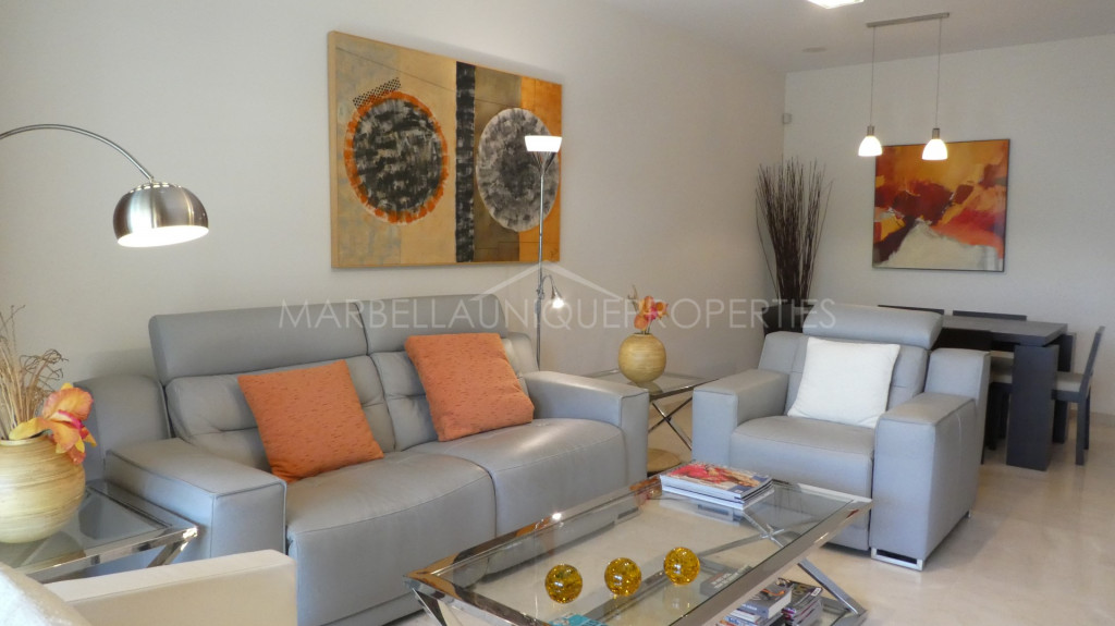 Apartmento impecable en primera line de golf de Guadalmina Alta