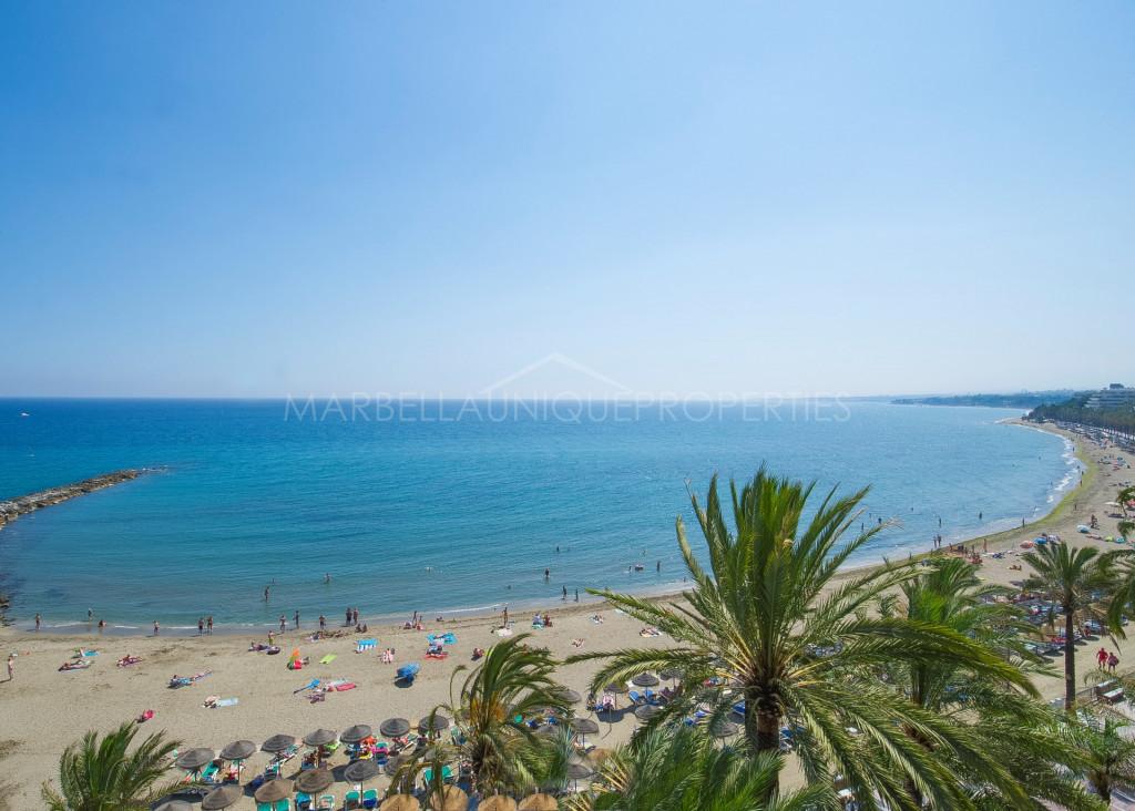 Apartmento de 2 dormitorios en primera línea de playa en Marbella centro