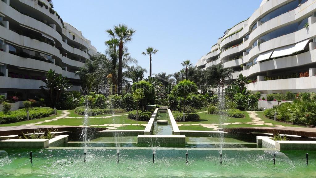 Un elegante apartmento lado playa con 2 dormitorios en El Embrujo Banus