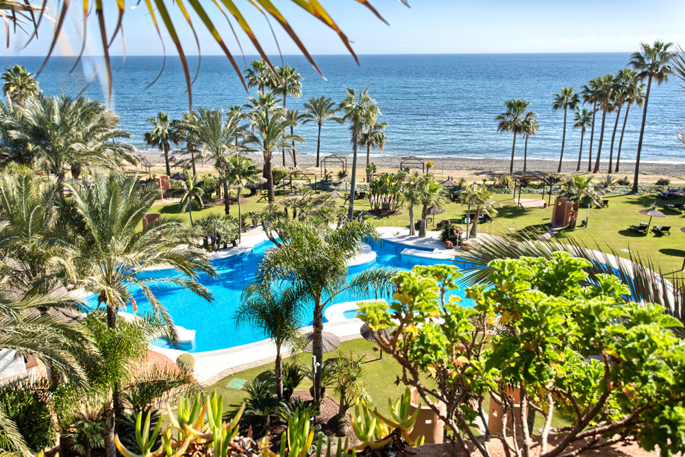 A spectacular penthouse for sale frontline beach in Estepona