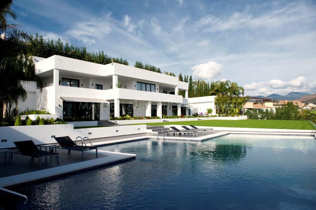 Villa moderna espectacular en el corazón del valle de golf de Las Brisas