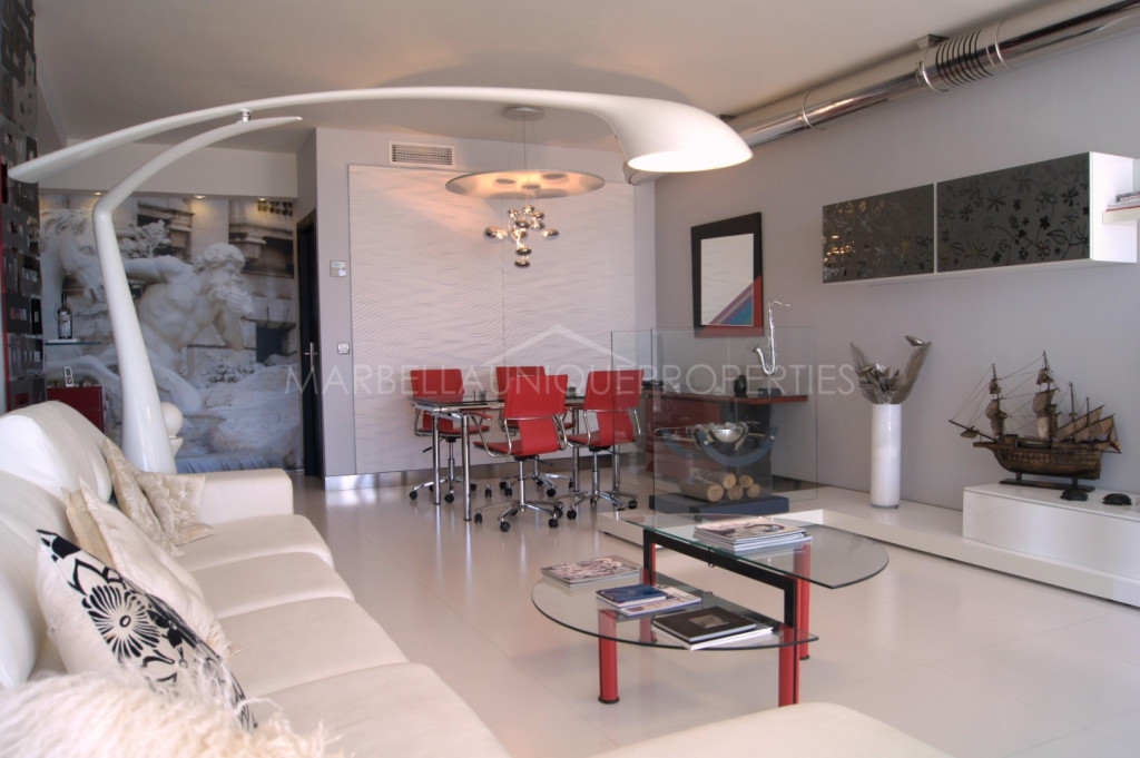 Stunning modern penthouse in Puerto Banus