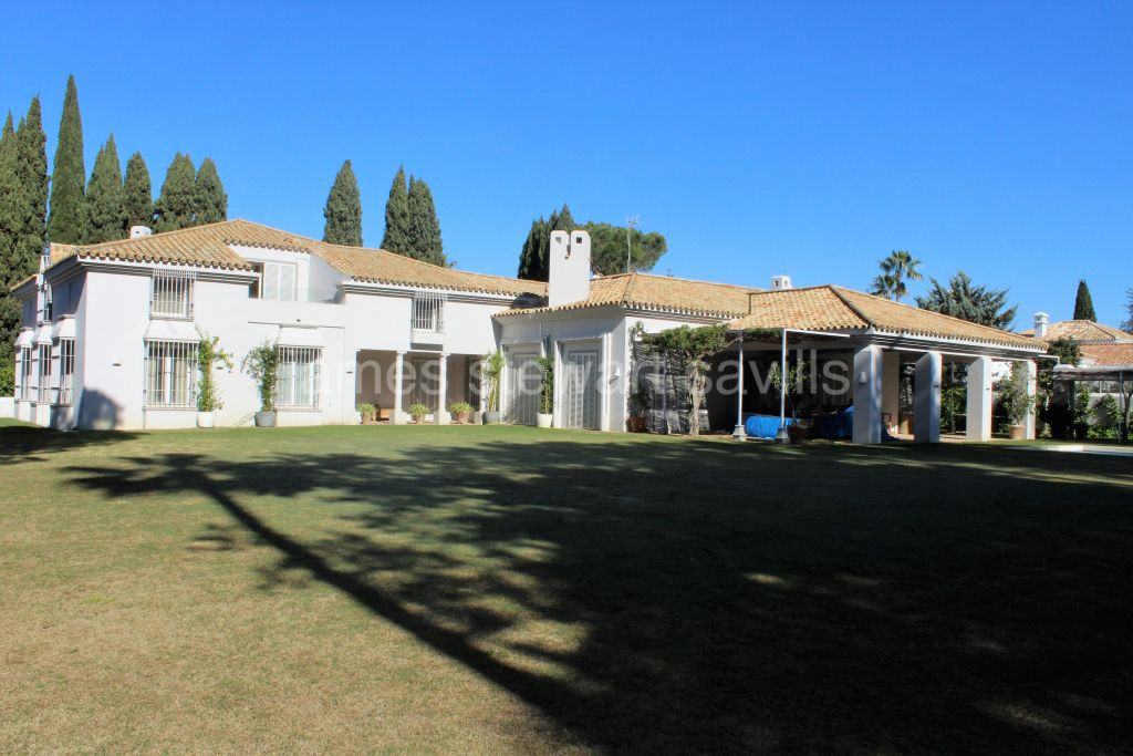 Sotogrande, Excellente Andaluz style villa in the Kings and Queens area of Sotogrande Costa