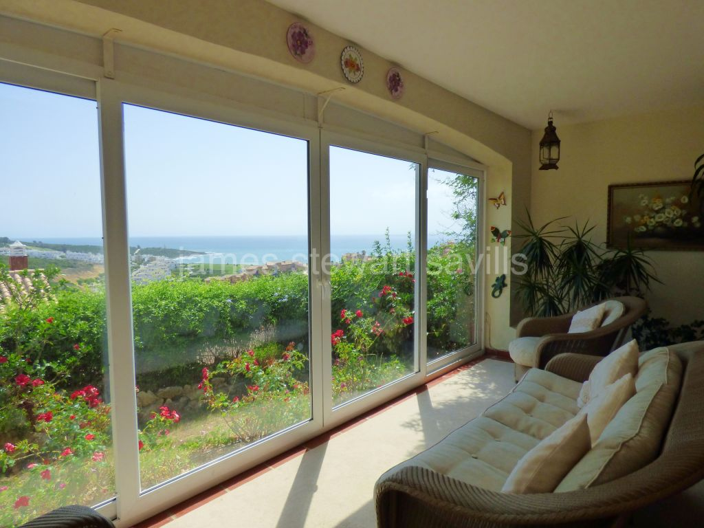 Alcaidesa, Very nice semi-detached house with direct sea views from within the living room