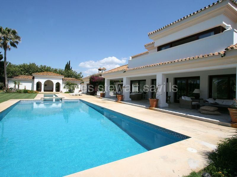 Sotogrande, Superb frontline golf villa, 3 minutes walk from beach