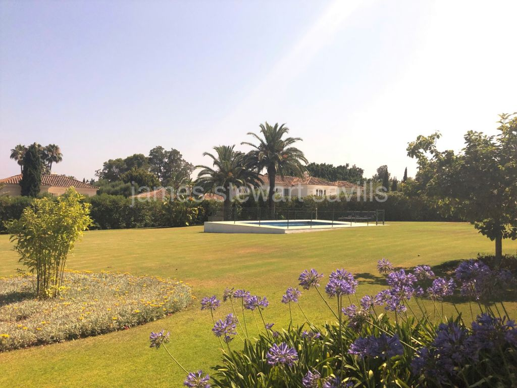 Sotogrande, Single storey villa in the very popular Kings and Queens area of Sotogrande Costa
