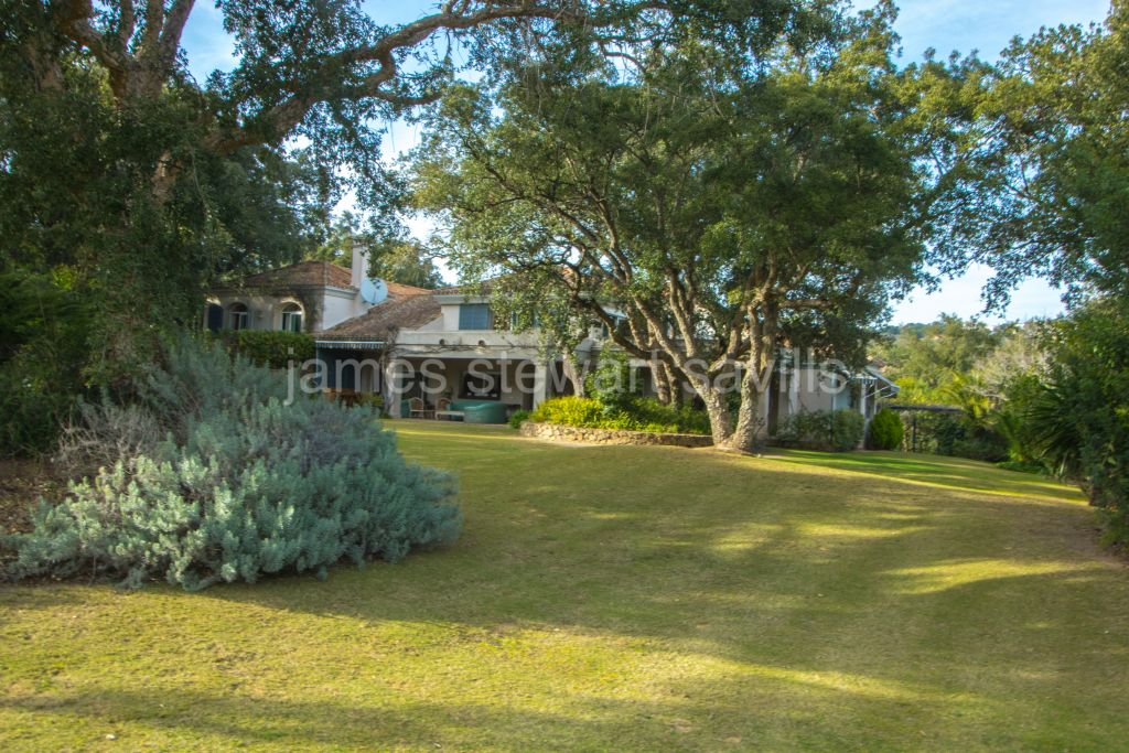 Sotogrande, Lovely characterful villa in the gated Los Altos de Valderrama