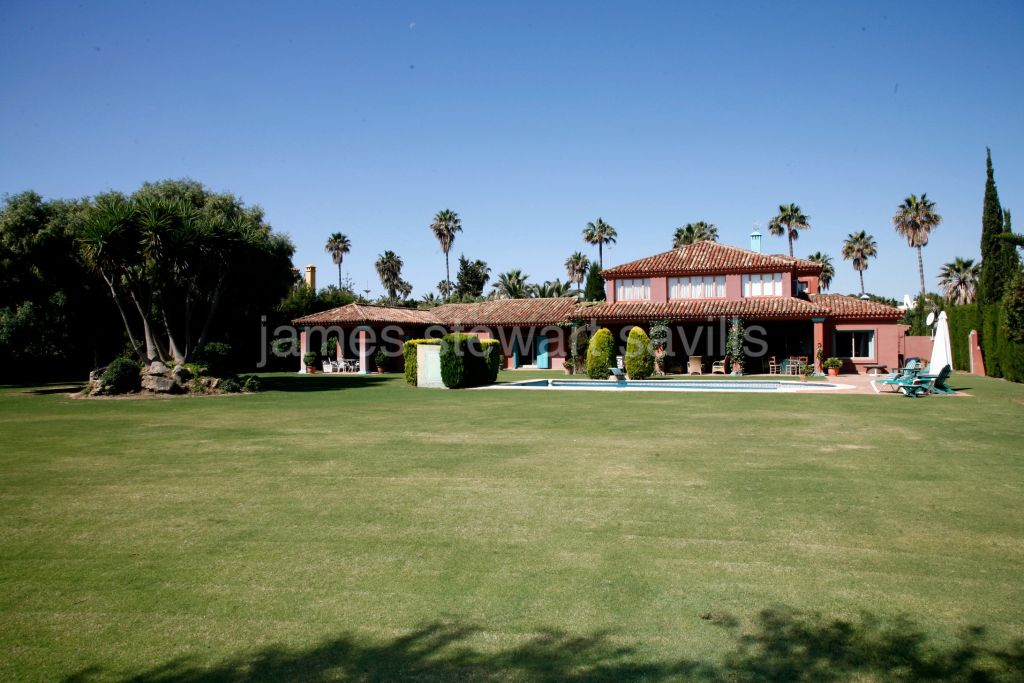 "Sotogrande, An attractive and spacious family villa in the very popular ""Kings and Queens"" area."