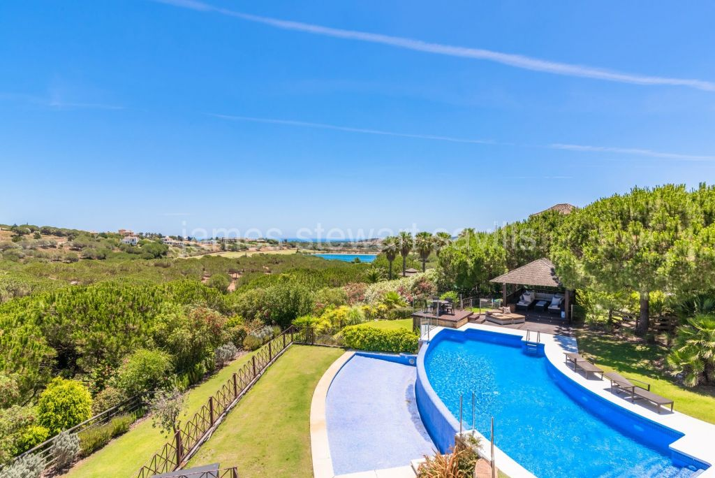 Sotogrande, Majestic villa frontline to Almenara Golf in a tranquil and very private area