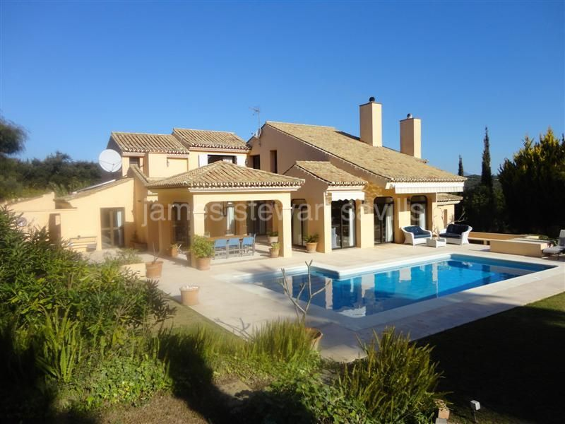 Sotogrande, Very attractive villa in central Sotogrande with 2 bed guest apartment.