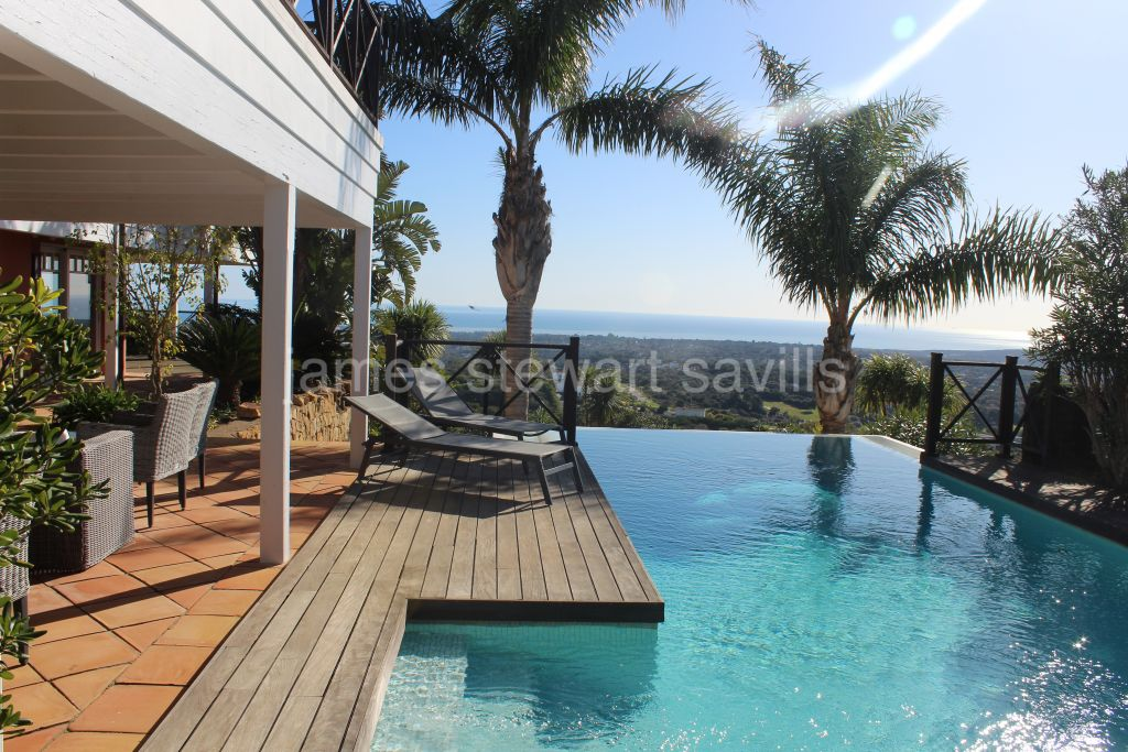 Sotogrande, Lovely wooden villa with a colonial feel and breathtaking Mediterranean views