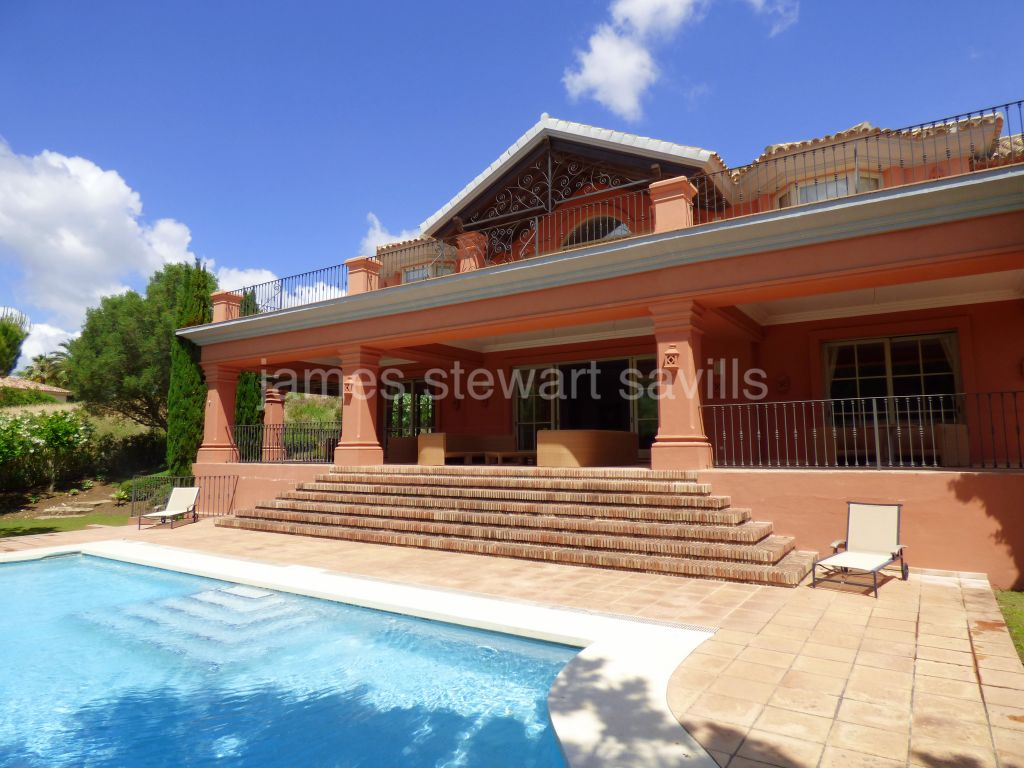 Sotogrande, Excellent quality frontline golf villa with indoor pool
