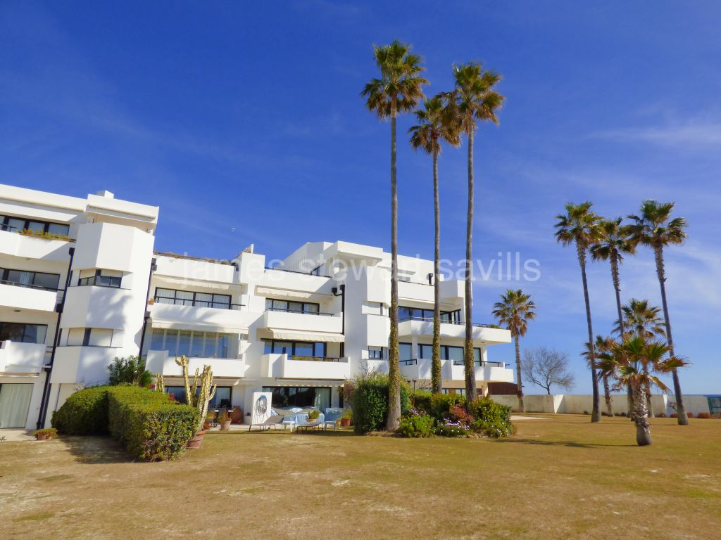 Sotogrande, Large 5 bedroom beachfront ground floor apartment