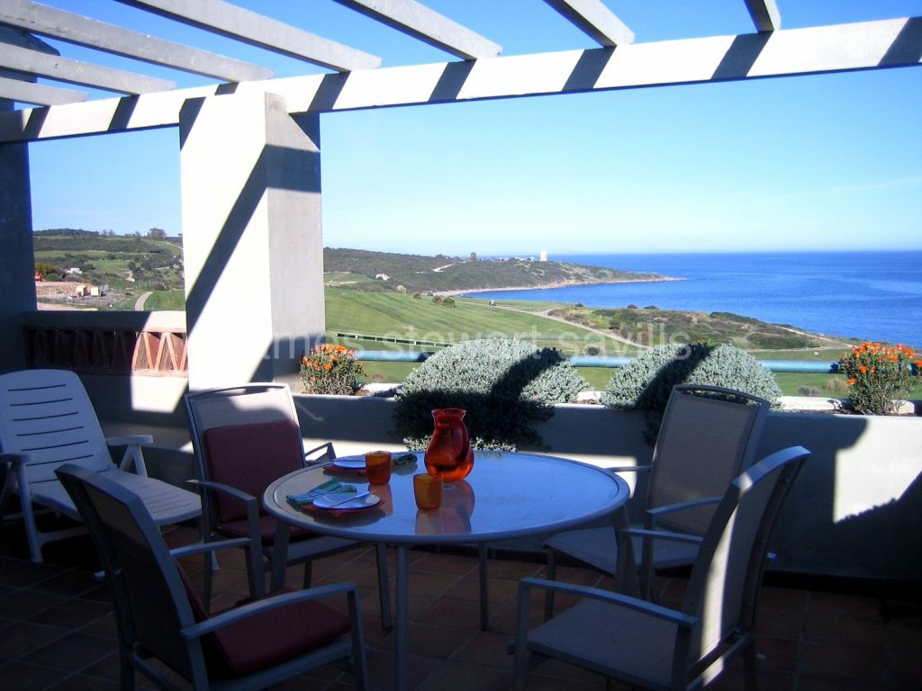 Alcaidesa, Frontline golf / beach penthouse in Alcaidesa - Vista Real with breathtaking views