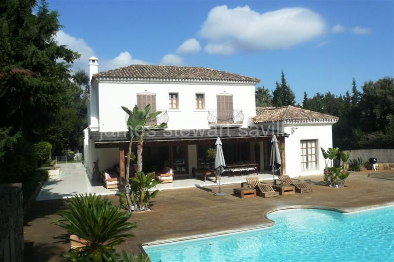 Sotogrande, Lovely contemporary family villa in an excellent location