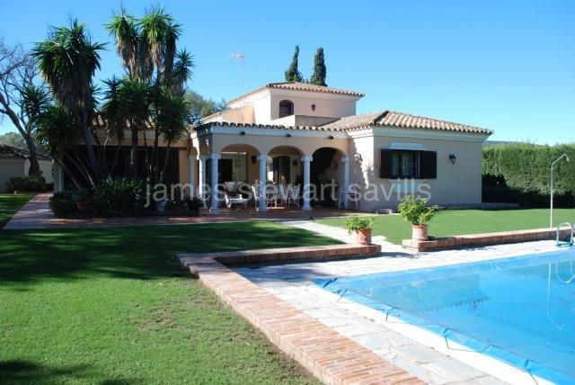 Sotogrande, Villa in the central area of Sotogrande