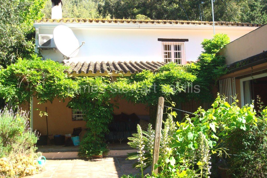 Jimena de La Frontera, Small finca close to Jimena but completely surrounded by countryside. A wonderful retreat for nature lovers.