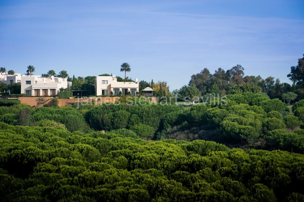 Sotogrande, A unique frontline golf villa within a small gated community in Almenara