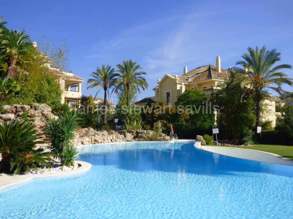 Sotogrande, Beautifully presented duplex penthouse in Valgrande