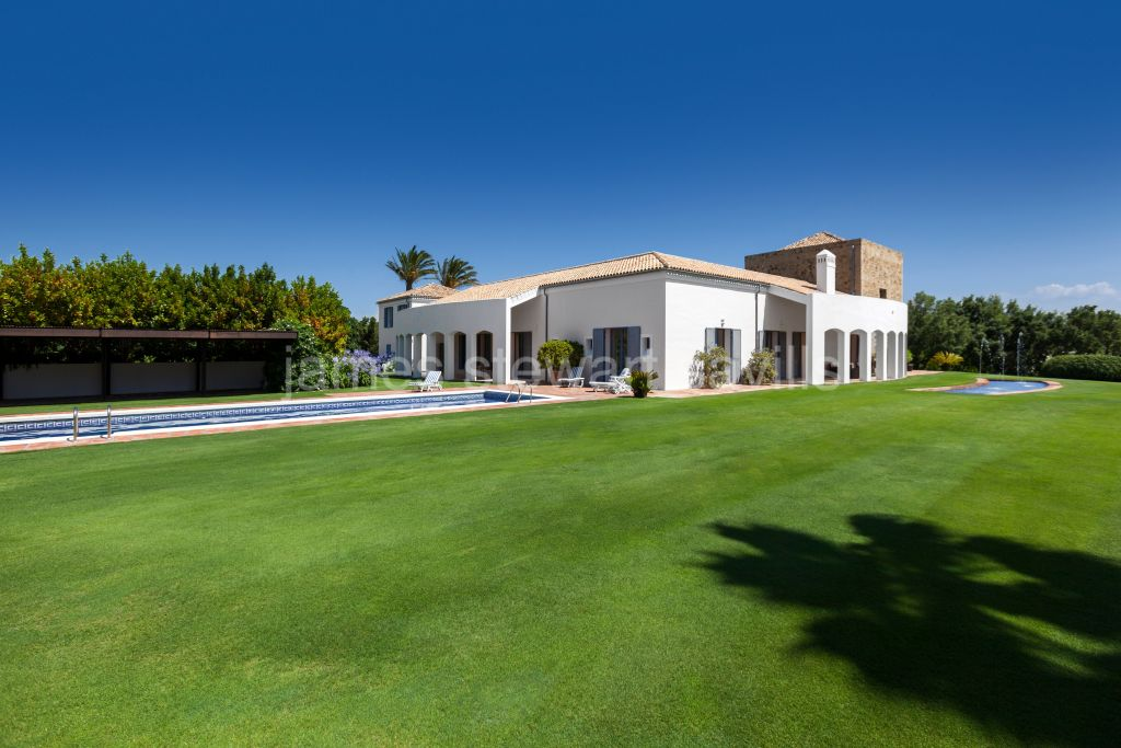 Sotogrande, A interesting villa on a large plot with some of the best views in Sotogrande