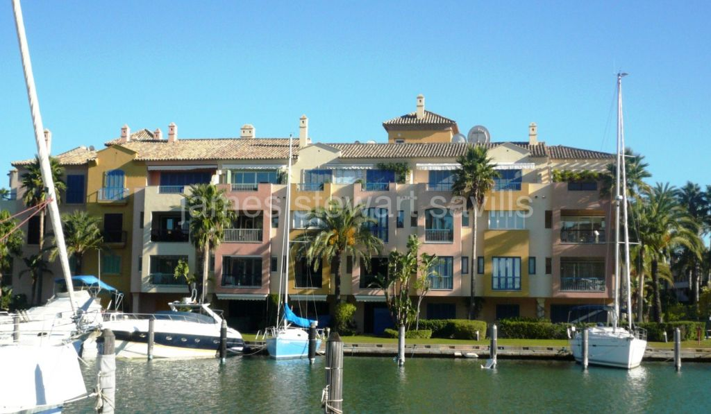 Sotogrande, Waterside 2 bedroom apartment on the beachside of the marina