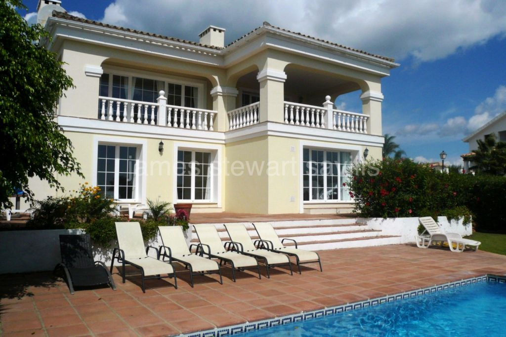 Alcaidesa, Alcaidesa - 4 bedroom villa with lovely sea views