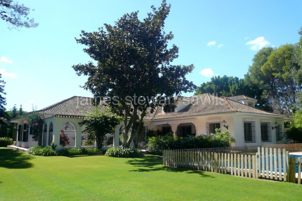 Sotogrande, Very regal house in an excellent location in Kings and Queens