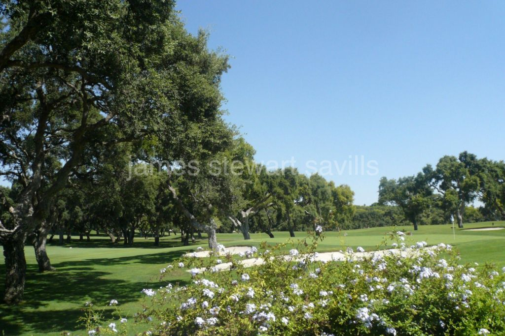 Sotogrande, Beautiful ground floor frontline golf apartment in Valderrama
