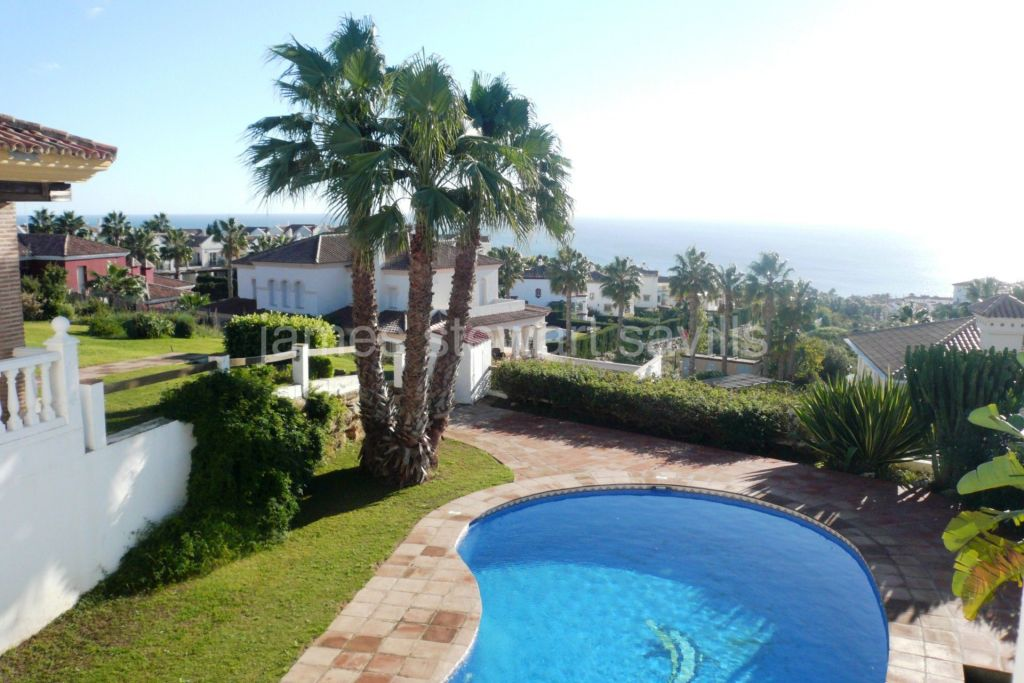 Alcaidesa, Spacious 3 bedroom villa with panoramic sea views in Alcaidesa