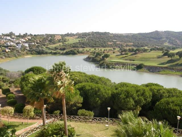 Sotogrande, Excellent penthouse with panoramic views of Almenara golf