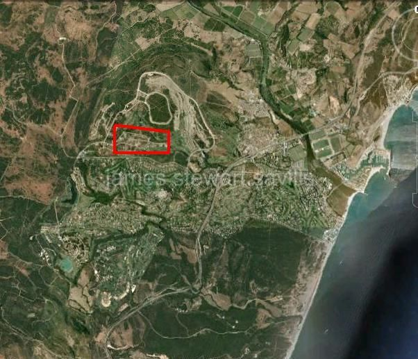 Sotogrande, Square 2,988m2 plot accessed via driveway in La Reserva de Sotogrande