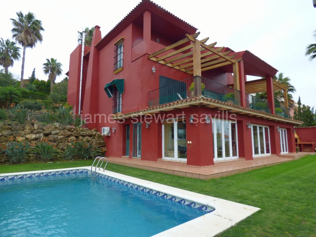 Sotogrande, 4 bedroomvilla with guest apartment in Sotogrande Alto