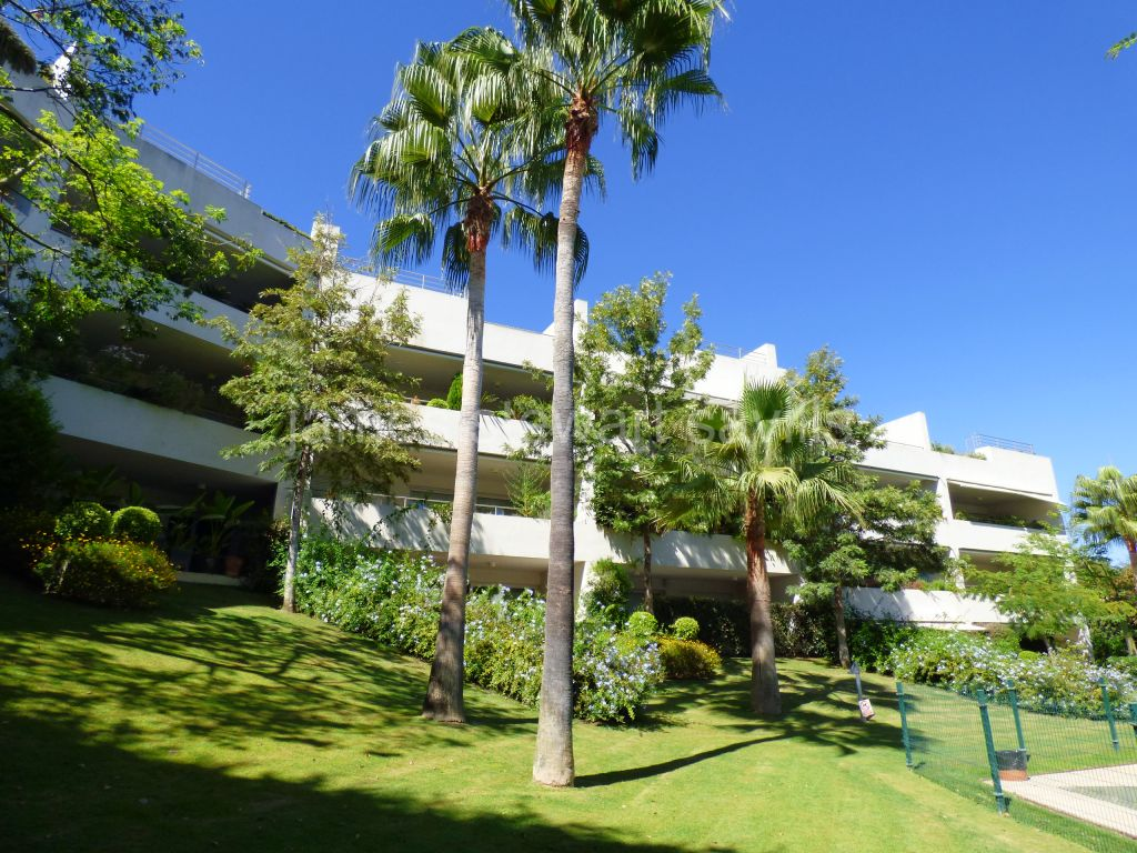 Sotogrande, Excellent spacious 2 bedroom apartment in Polo Gardens
