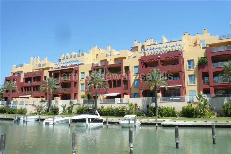Sotogrande, Very nice 2 bedroom apartment overlooking the water canals in Sotogrande Marina