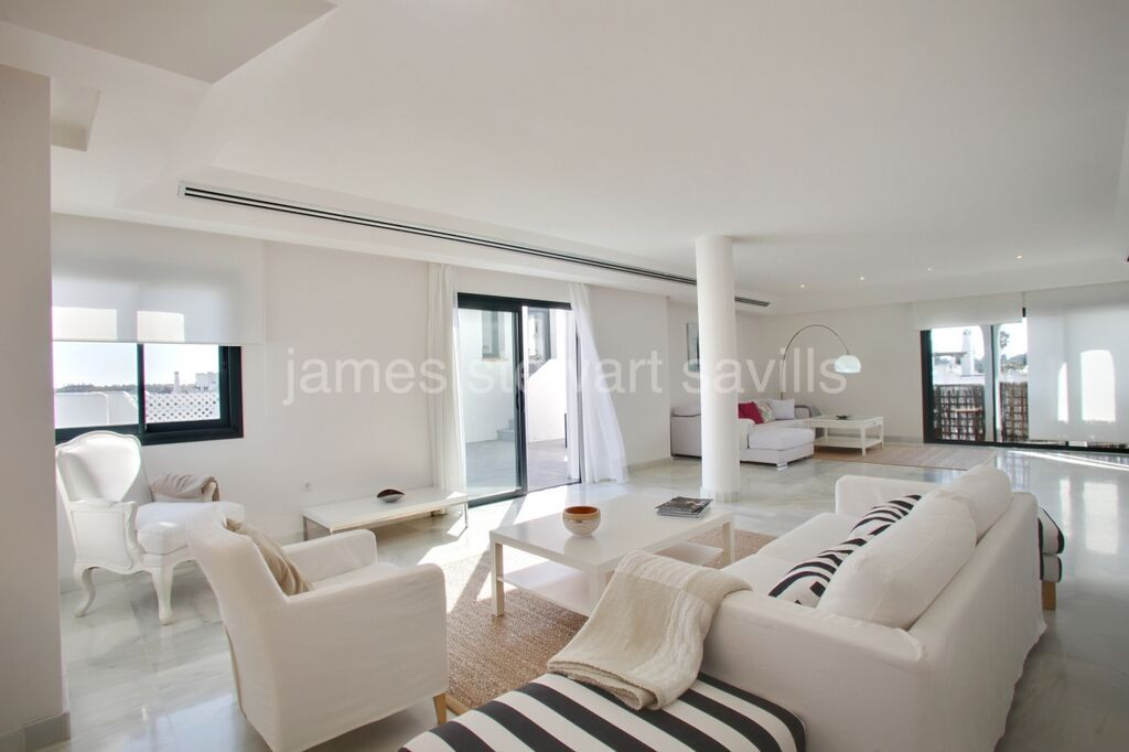 Sotogrande, Great 4 bedroom penthouse with an amazing total of nearly 500m2 of terraces
