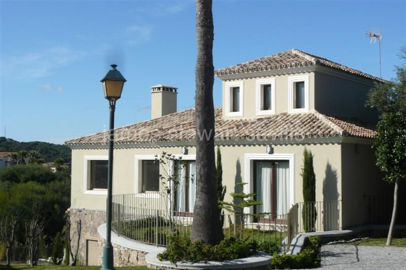 Sotogrande, Multi storey villa which enjoys lovely elevated views of the Almenara Golf course and lake