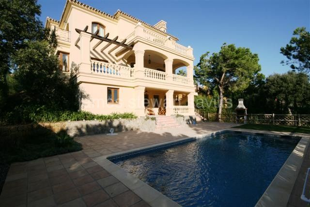 Sotogrande, Family home in a quiet cul-de-sac road in Sotogrande alto