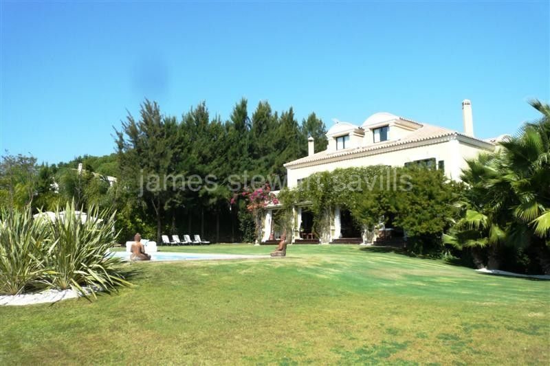 Sotogrande, Unique villa ideal for a large family with amazing views