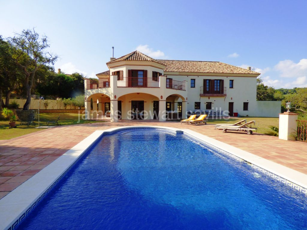 Sotogrande, Spacious and bright two storey villa in Central Sotogrande