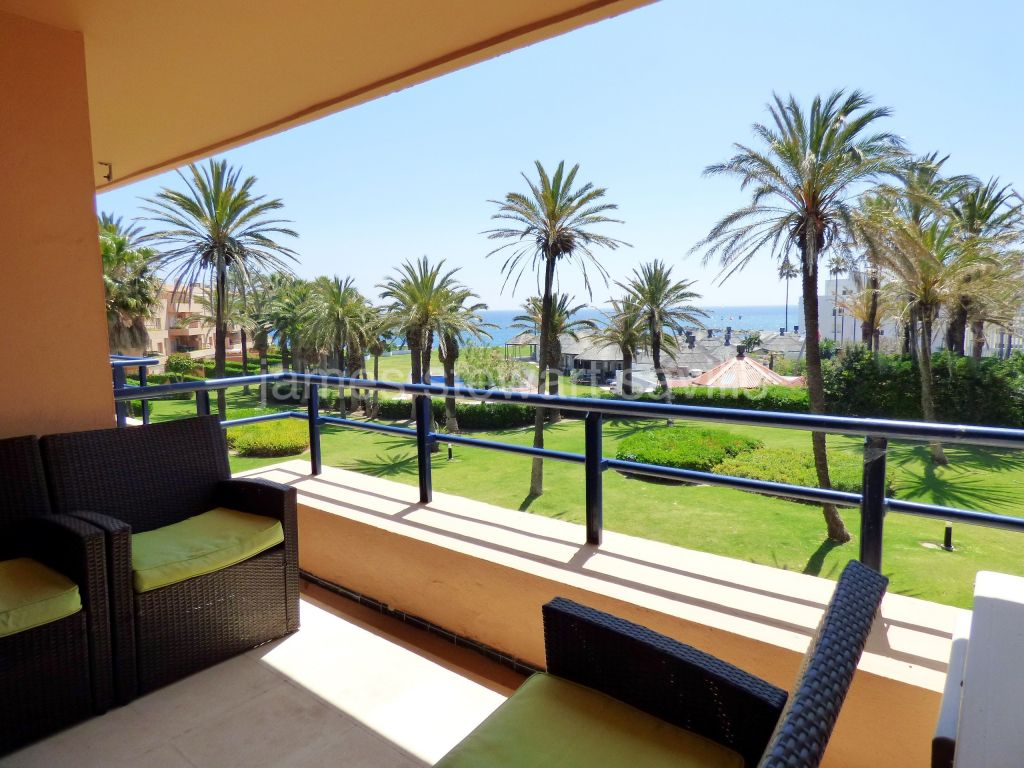Sotogrande, Very nice 2nd floor beach apartment in Sotogrande Playa
