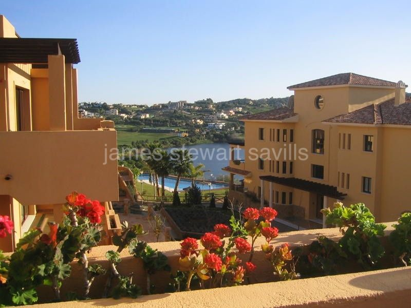 Sotogrande, Fantastic duplex penthouse in Almenara area with views to golf, lake and the mountains