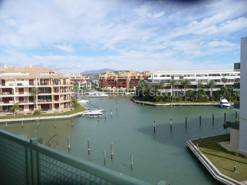 Sotogrande, 2 bedroom apartment for short let in the marina Sotogrande