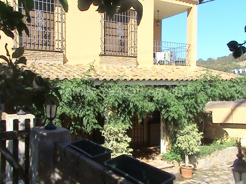 San Enrique de Guadiaro, Spacious village house with separate office/workshop just outside of San Enrique de Guadiaro