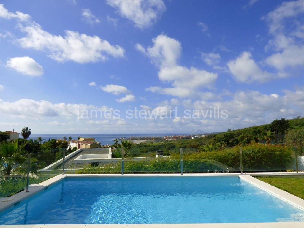 Sotogrande, Fabulous contemporary villa with panoramic views of the sea and Sotogrande port